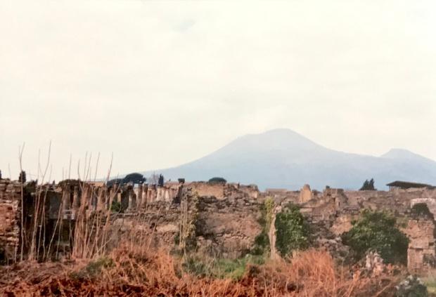 travel90s_pompeii-vesuvius